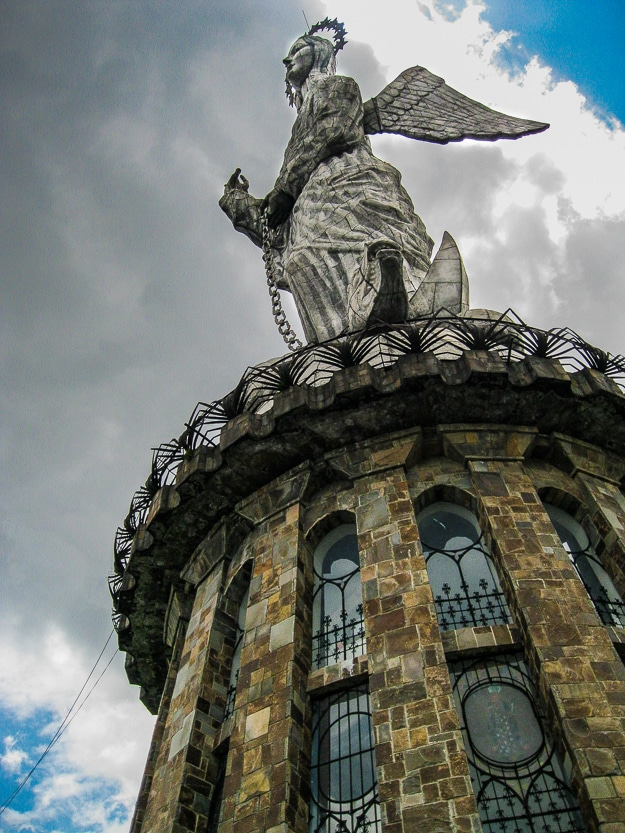 virgin panecillo quito ecuador