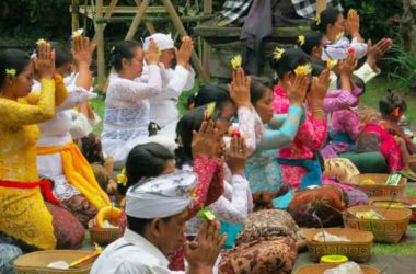 You run into random rituals, some involving hundreds of people, all the time in Ubud.