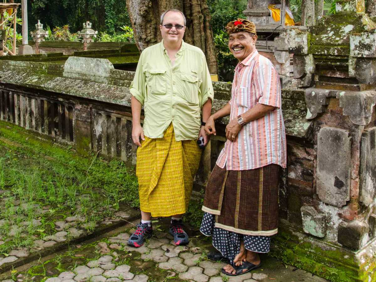 agung rai with tom bali temple