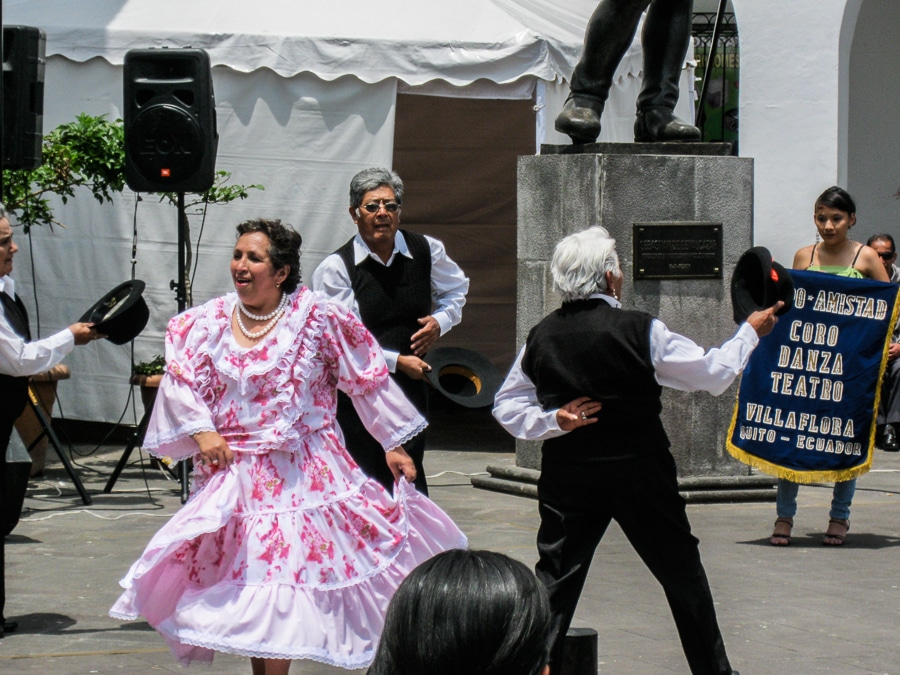 folk dancing quito