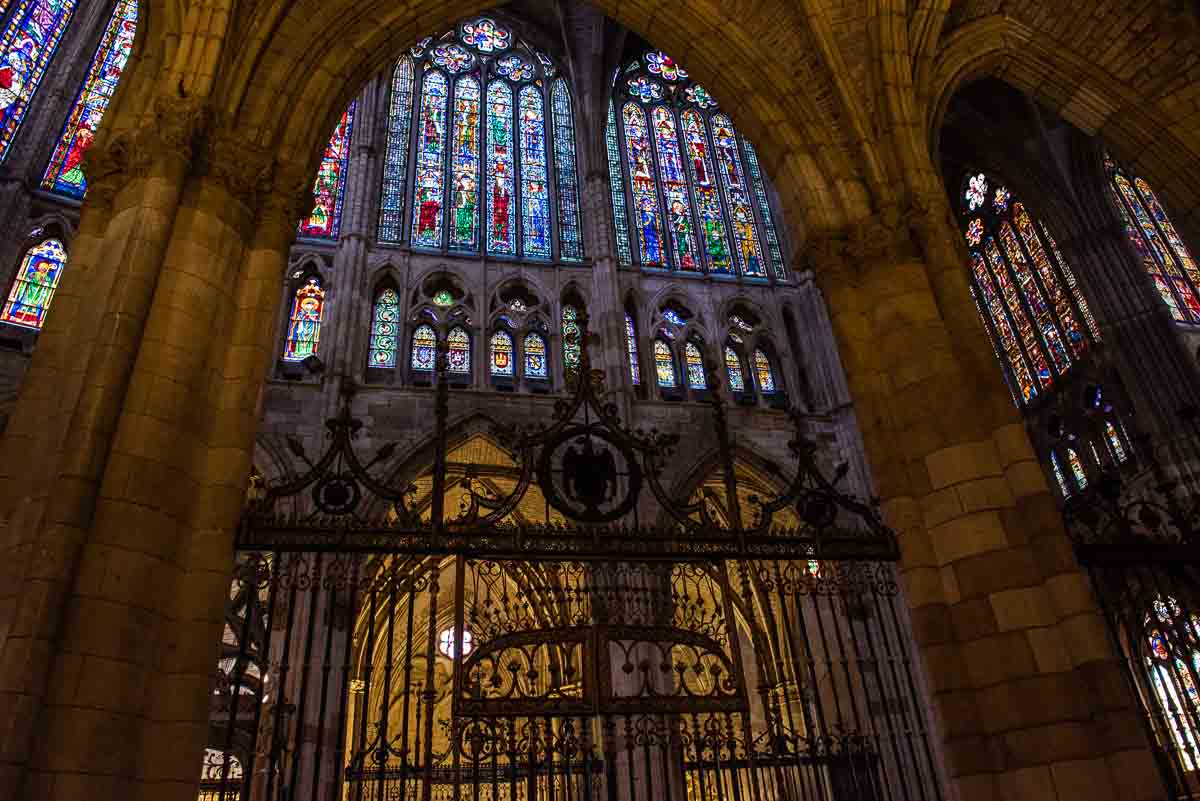 spain leon cathedral gate side altar