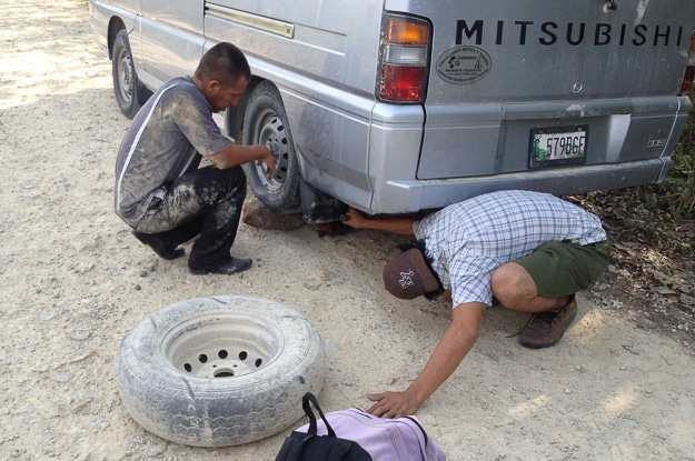 El Mirador change tire