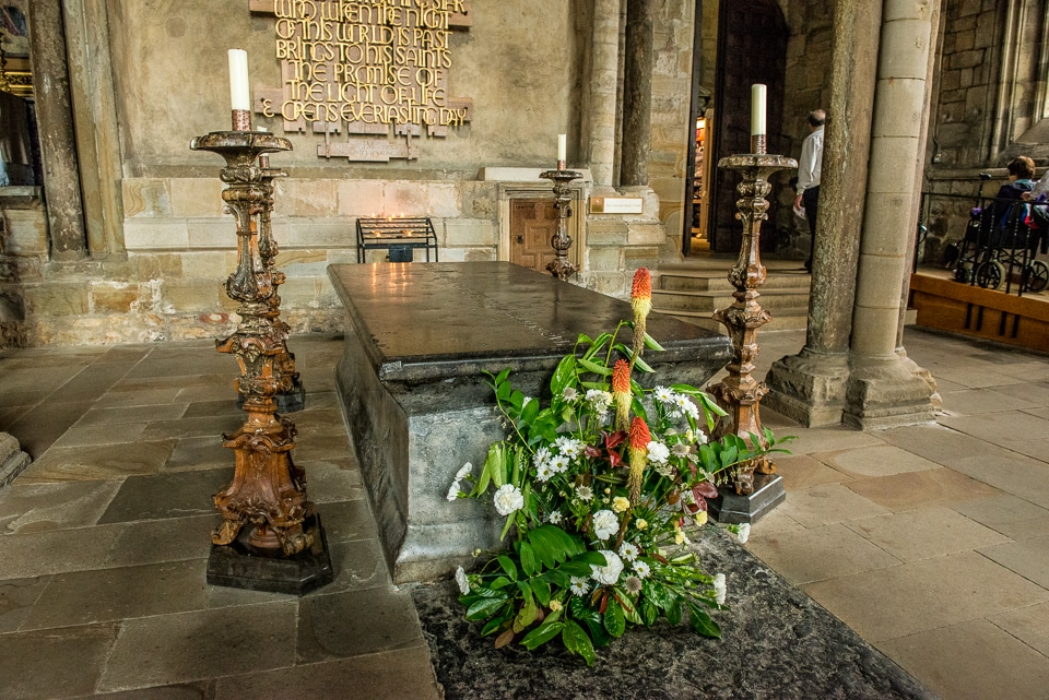 tomb venerable bede durham cathedral