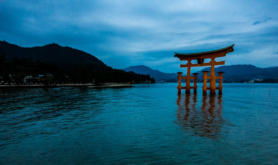 hiroshima shinto shrine Itsukushima shrine, a national treasure, was registered as a world heritage site in 1996 the three deities of itsukushima shrine were born when amaterasu ōmikami.
