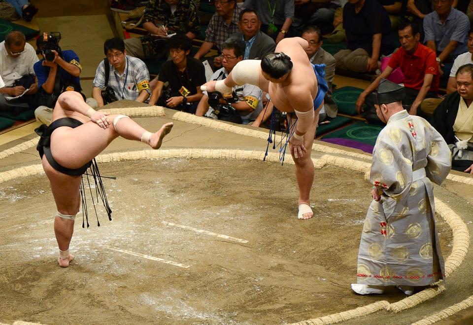 sumo leg lift