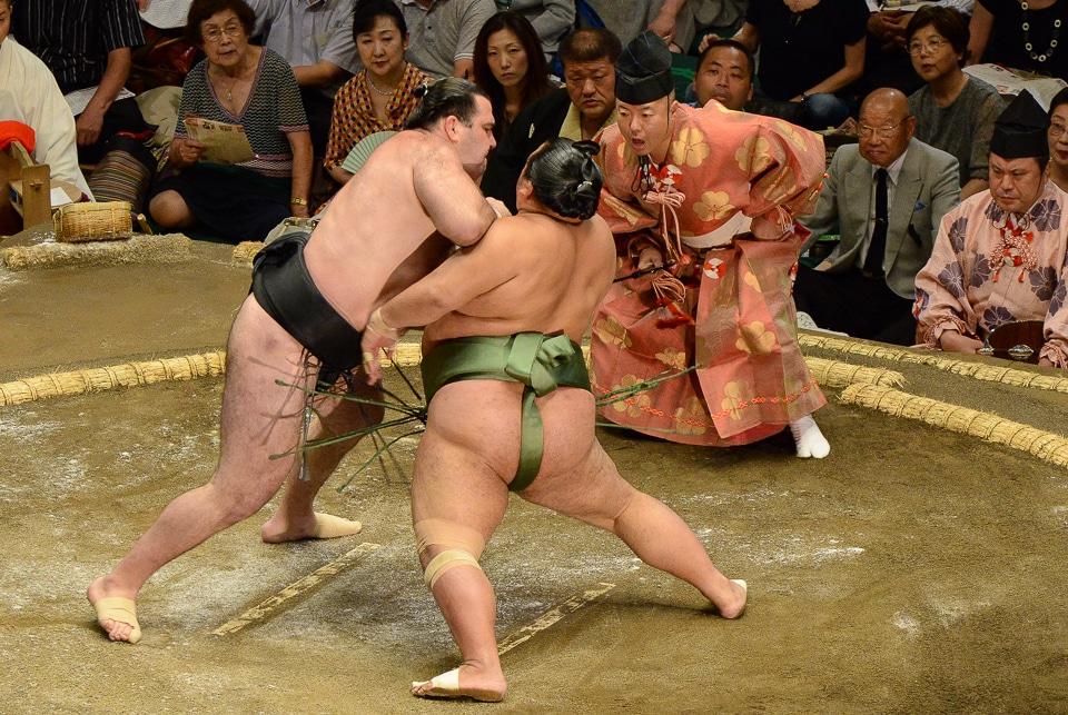 sumo the initial push