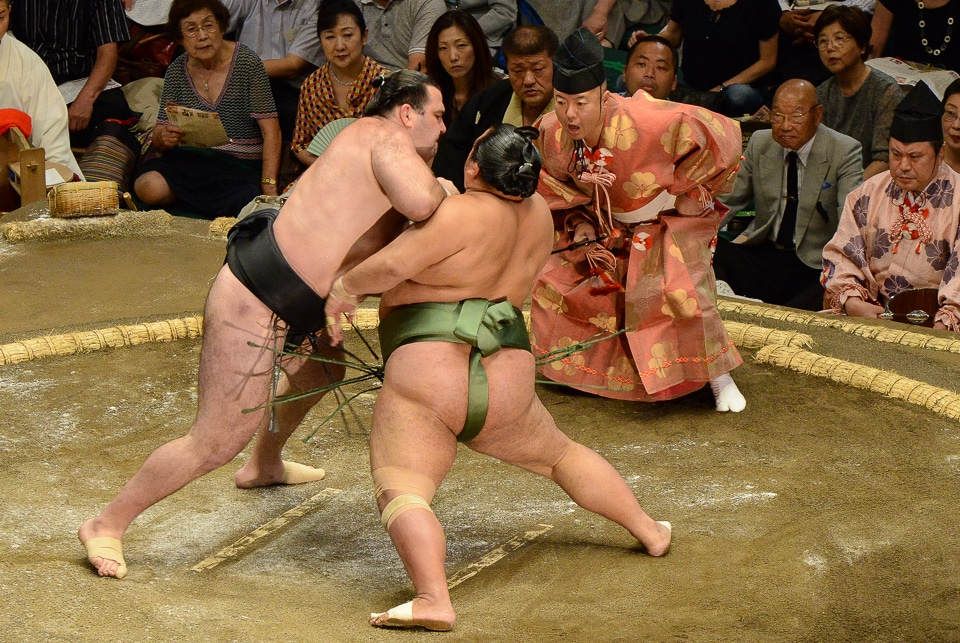 Japan sumo wrestling the initial push