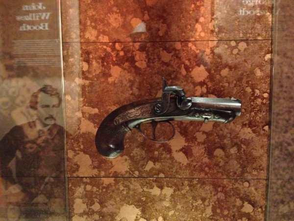 Derringer-pistol-hat-shot-President-Lincoln