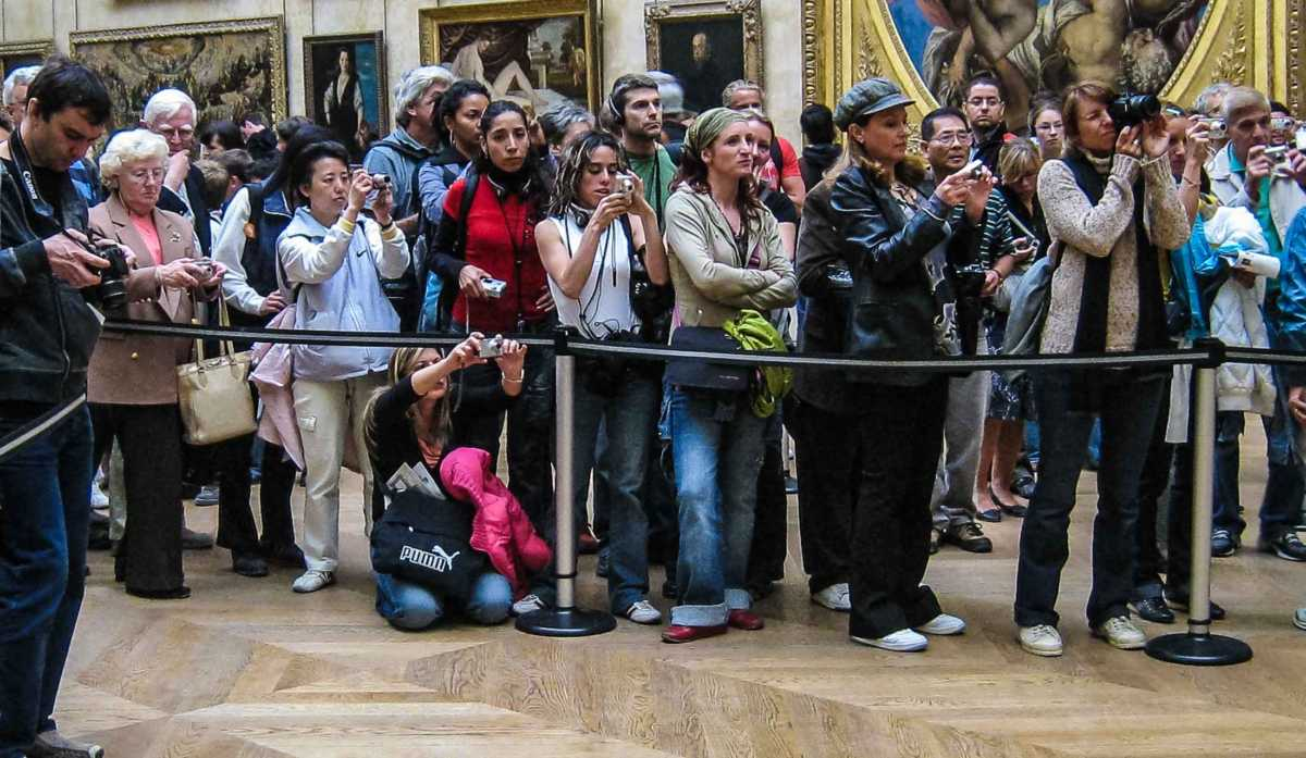 tourists photographing the mona lisa travel past  tourists photographing the mona lisa paris