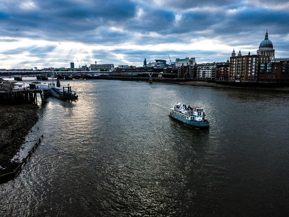 london thames boat