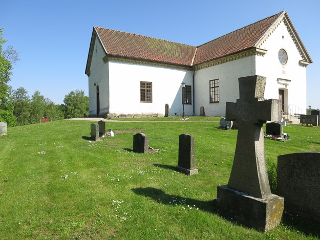 Church with cemetery in Bronnestad.