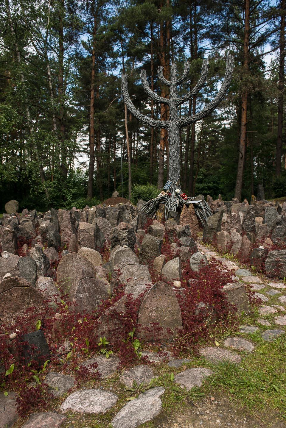 rumbula massacre latvia sculpture holocaust memorial