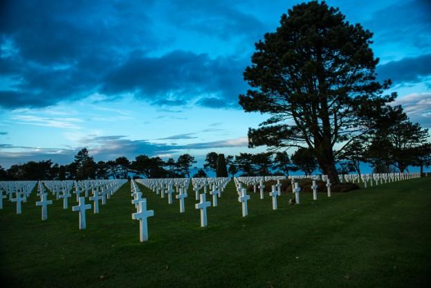 omaha beach cemetery dusk