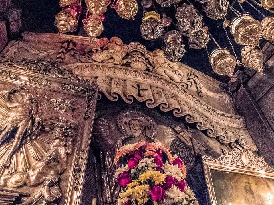 jesus crypt church holy sepulchre jerusalem