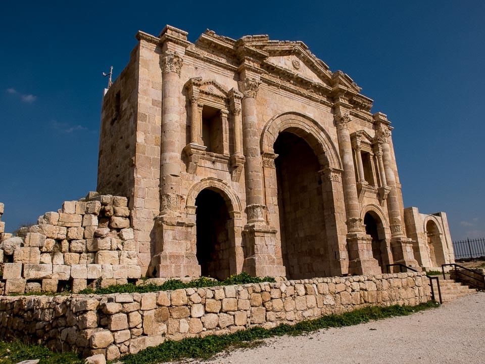 hadrians gate jerash jordan