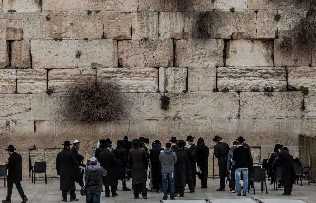 praying at western wall 2