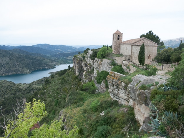 Village overlooking the Siurana river in Montsant.