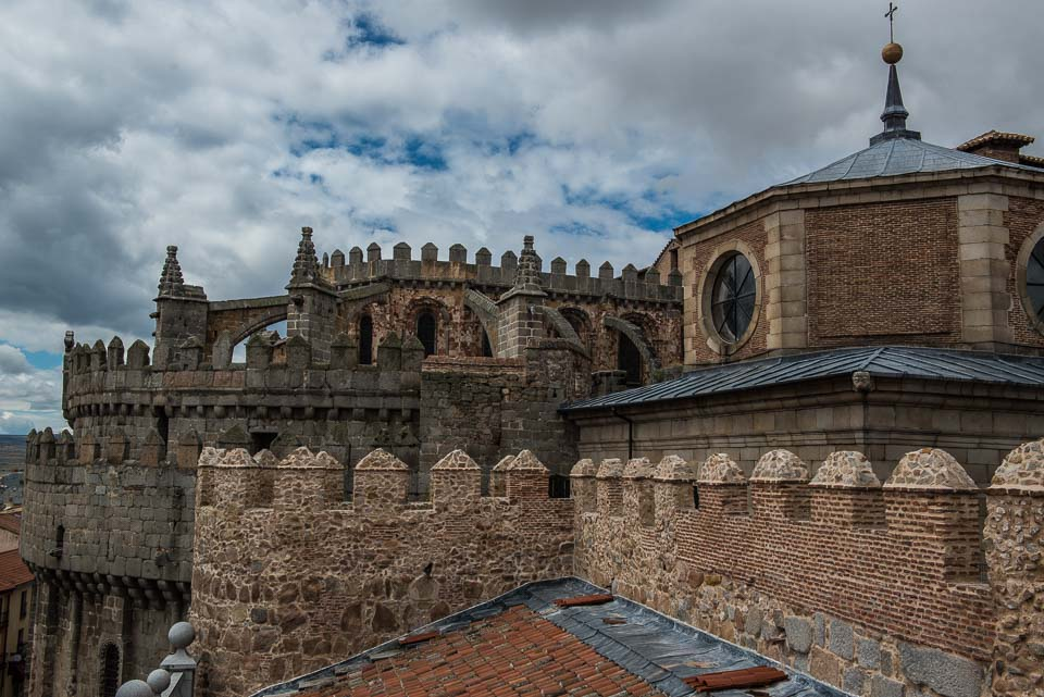 The apse of the Cathedral is integrated into the eastern stretch of the walls of Ávila.
