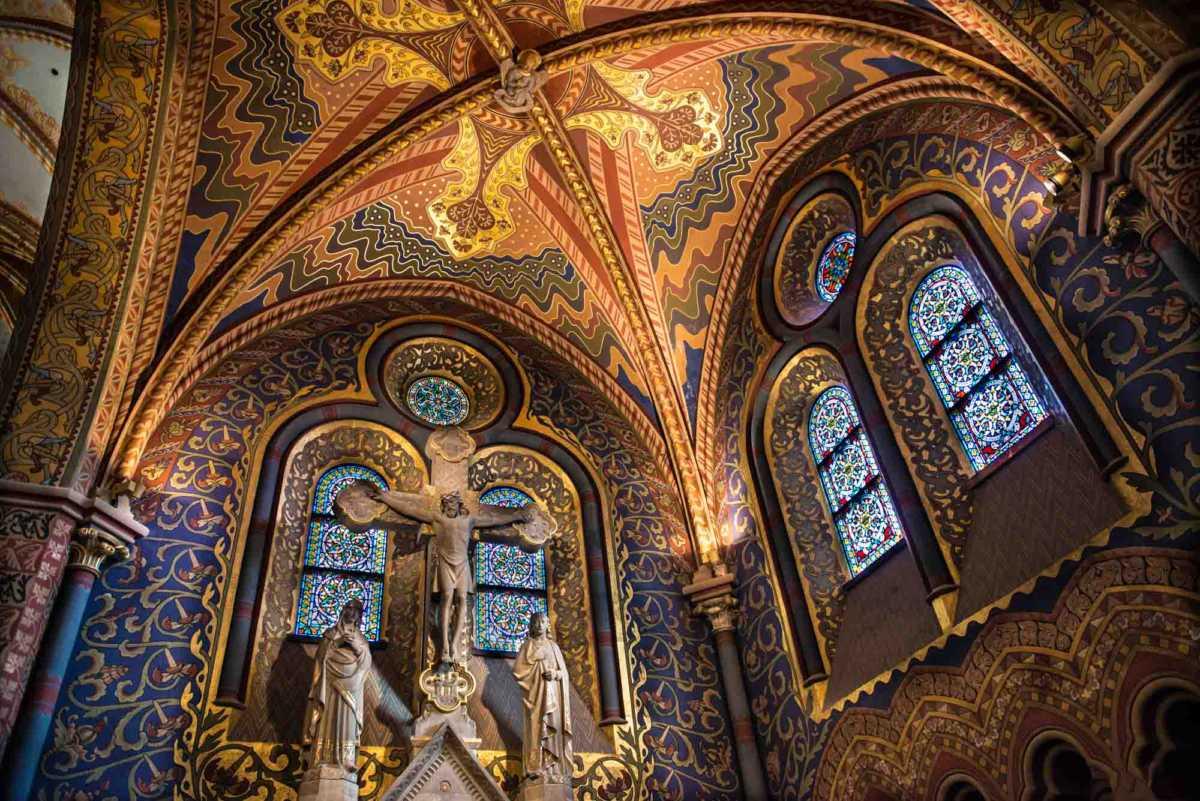 mattias church side altar