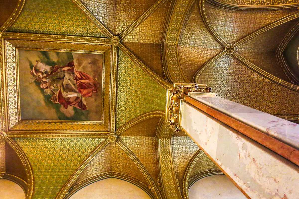 Budapest Parliament Gold Ceiling-1