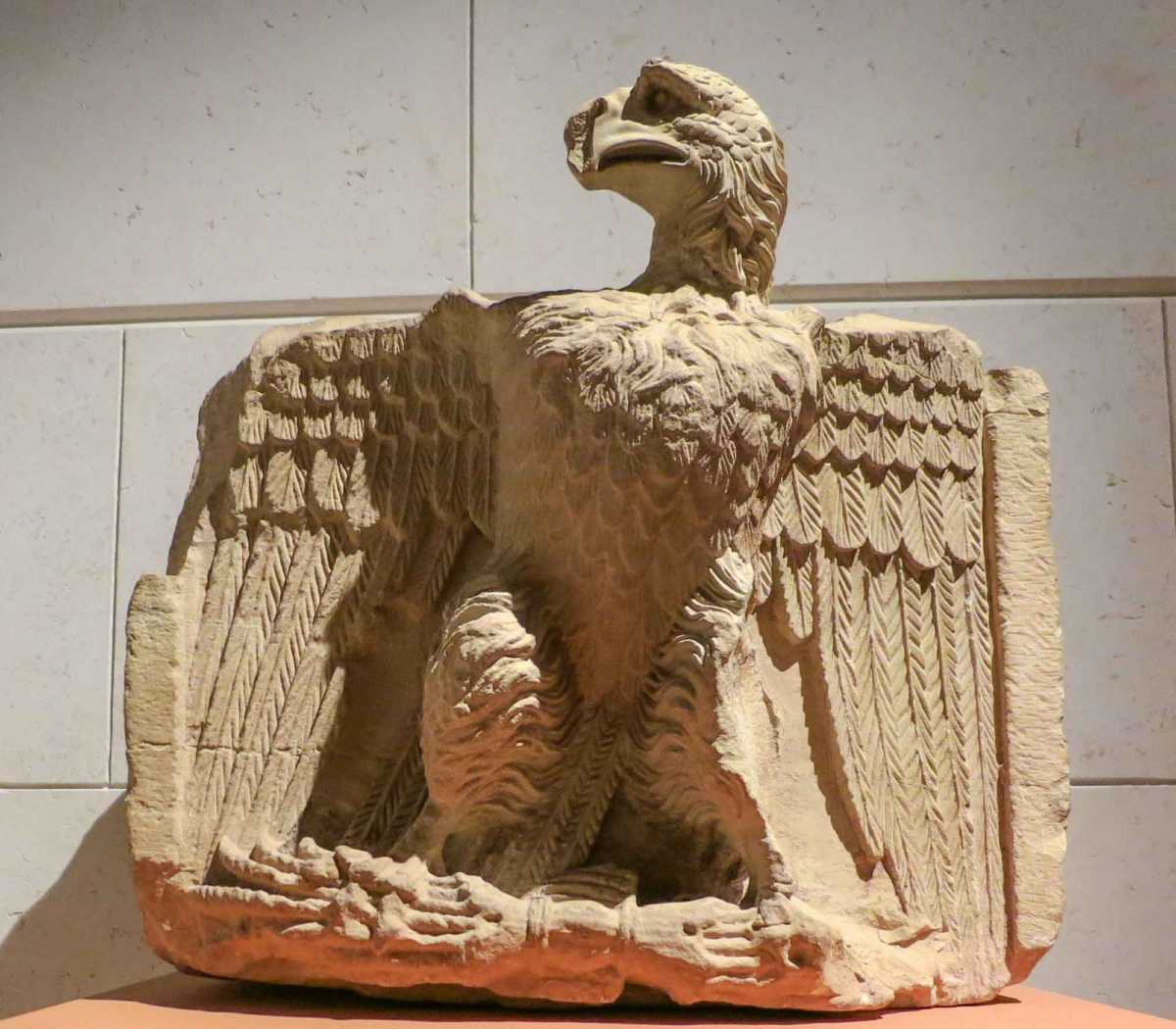 Nabadeaen carving of eagle with arrows