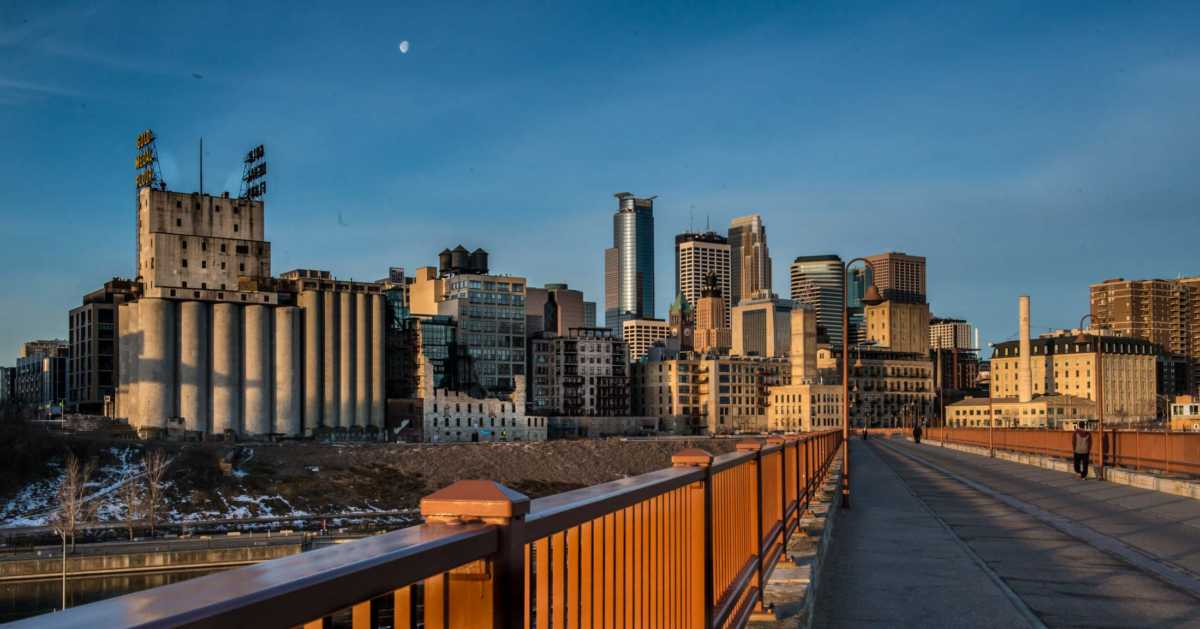 minneapolis morning stone arch bridge