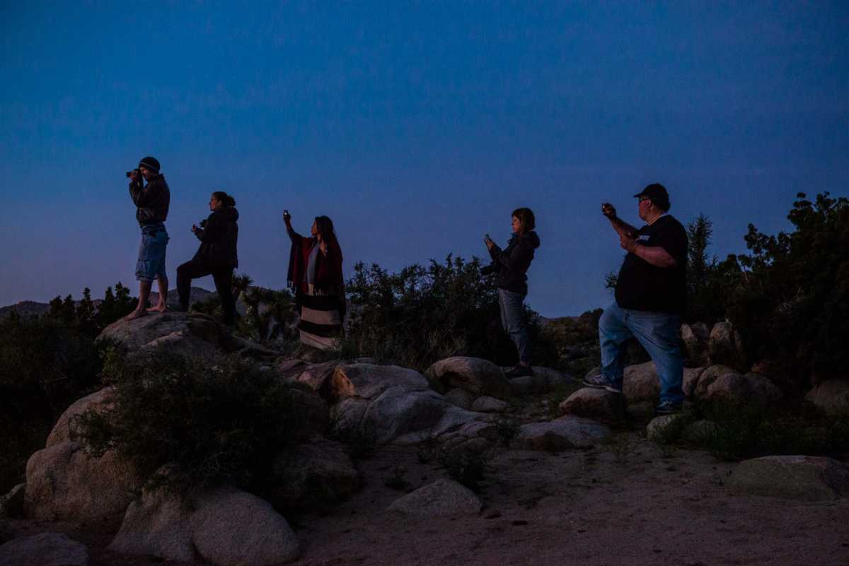 bloggers photographing sunset