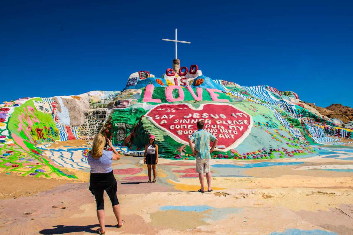 salvation mountain selfie