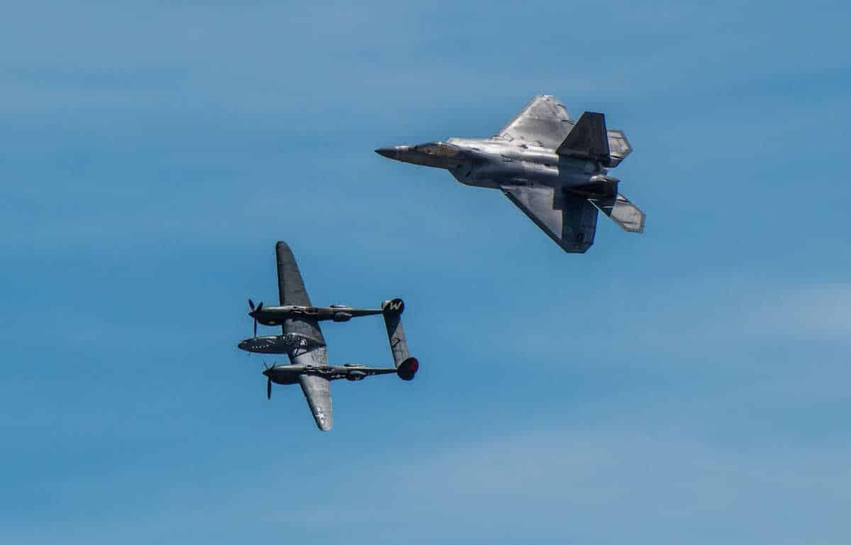 Lincoln air show f22 P38