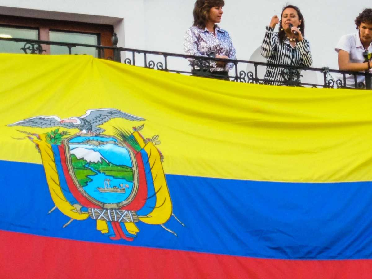 politician exhorts crowd coup Quito ecuador