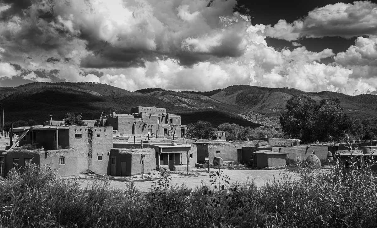 taos pueblo large building