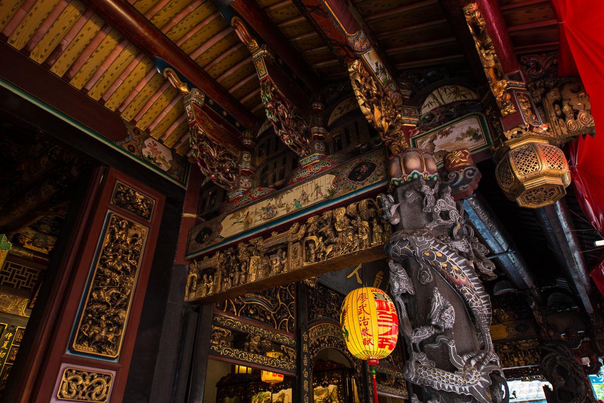 carved-beams-baoan-buddhist-temple-taipei