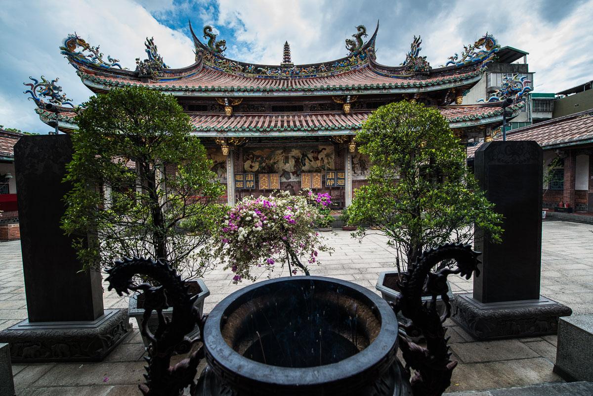courtyard-baoan-buddhist-temple-taipei