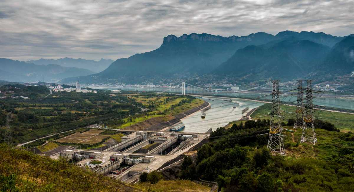 gorges dam essay Free essay: the three gorges dam the three gorges dam is an unfinished  project which will be the largest dam ever constructed on the planet earth it is.