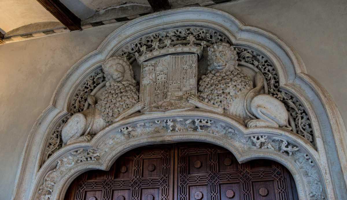 zaragoza-aljaferia-2-doorway-fernando-palace