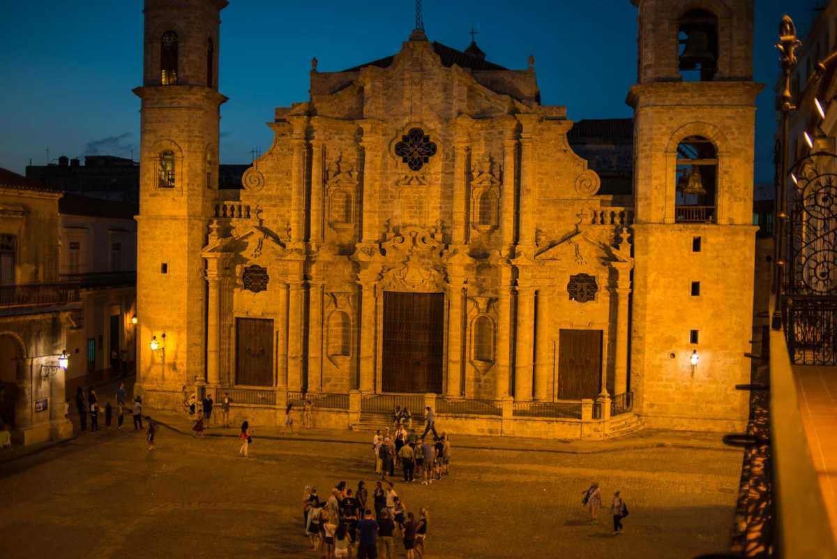 havana cathedral night