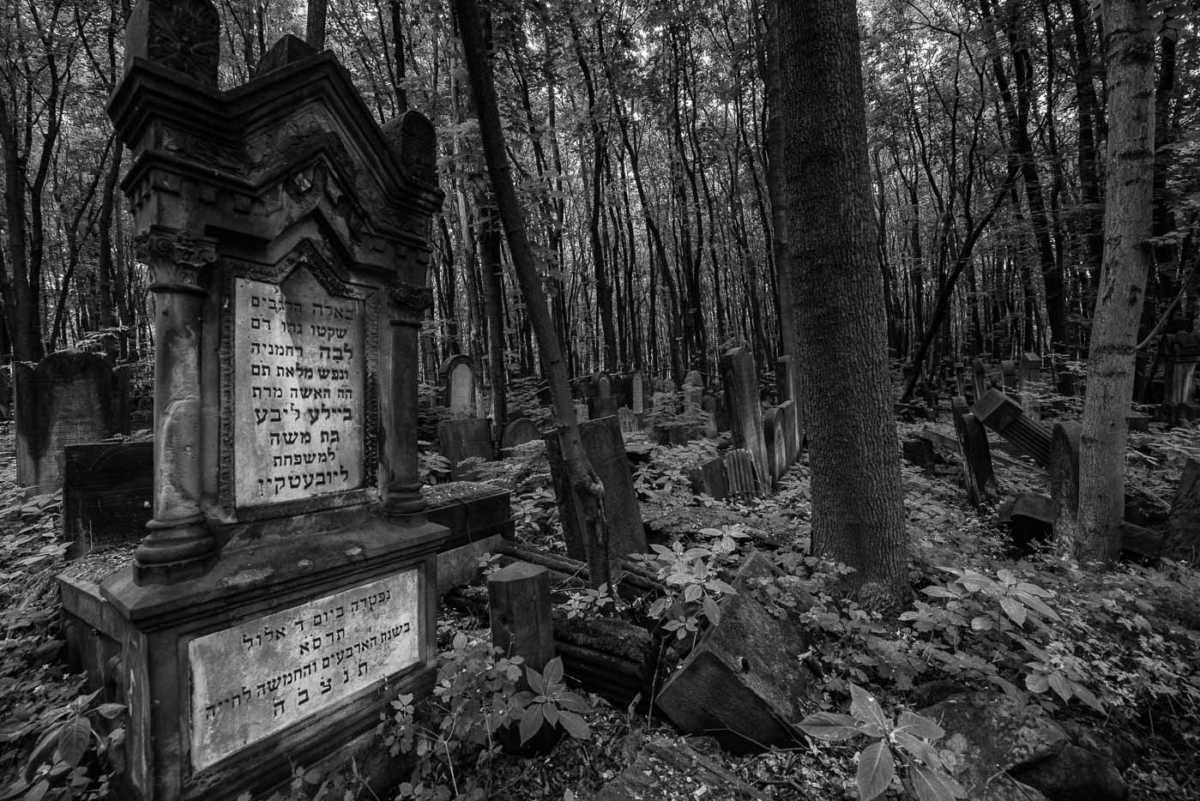 jewish cemetery warsaw poland