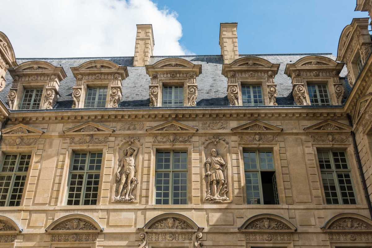 Marais Mansions neighborhood walking tour Paris