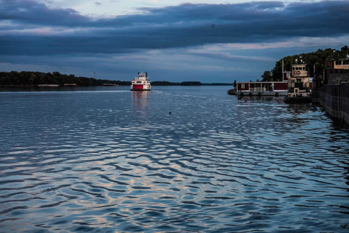 USA_Missouri_Hannibal Mississippi River sunset