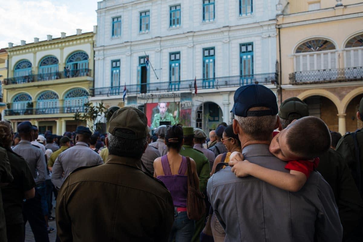 Cuba_havana_listening to Fidel
