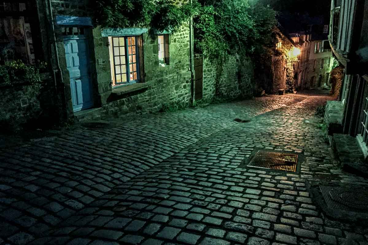 France_brittany_dinan street night
