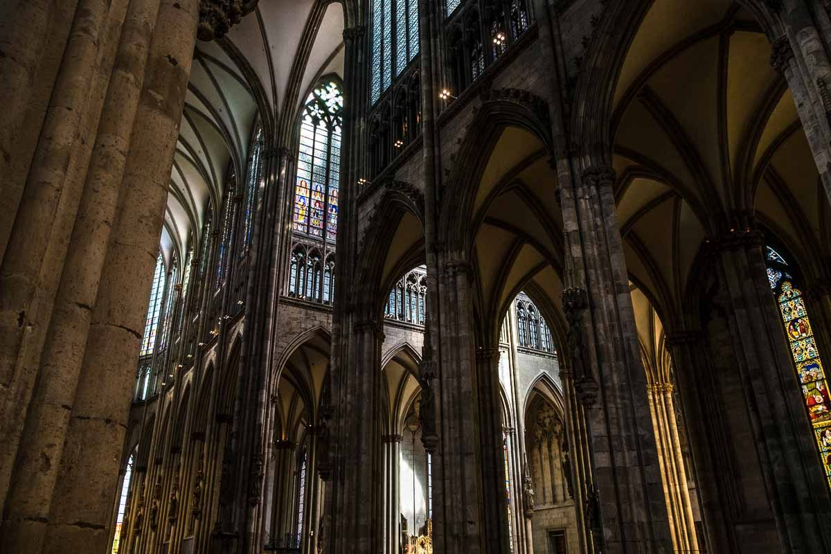 Germany_koln cathedral pillars