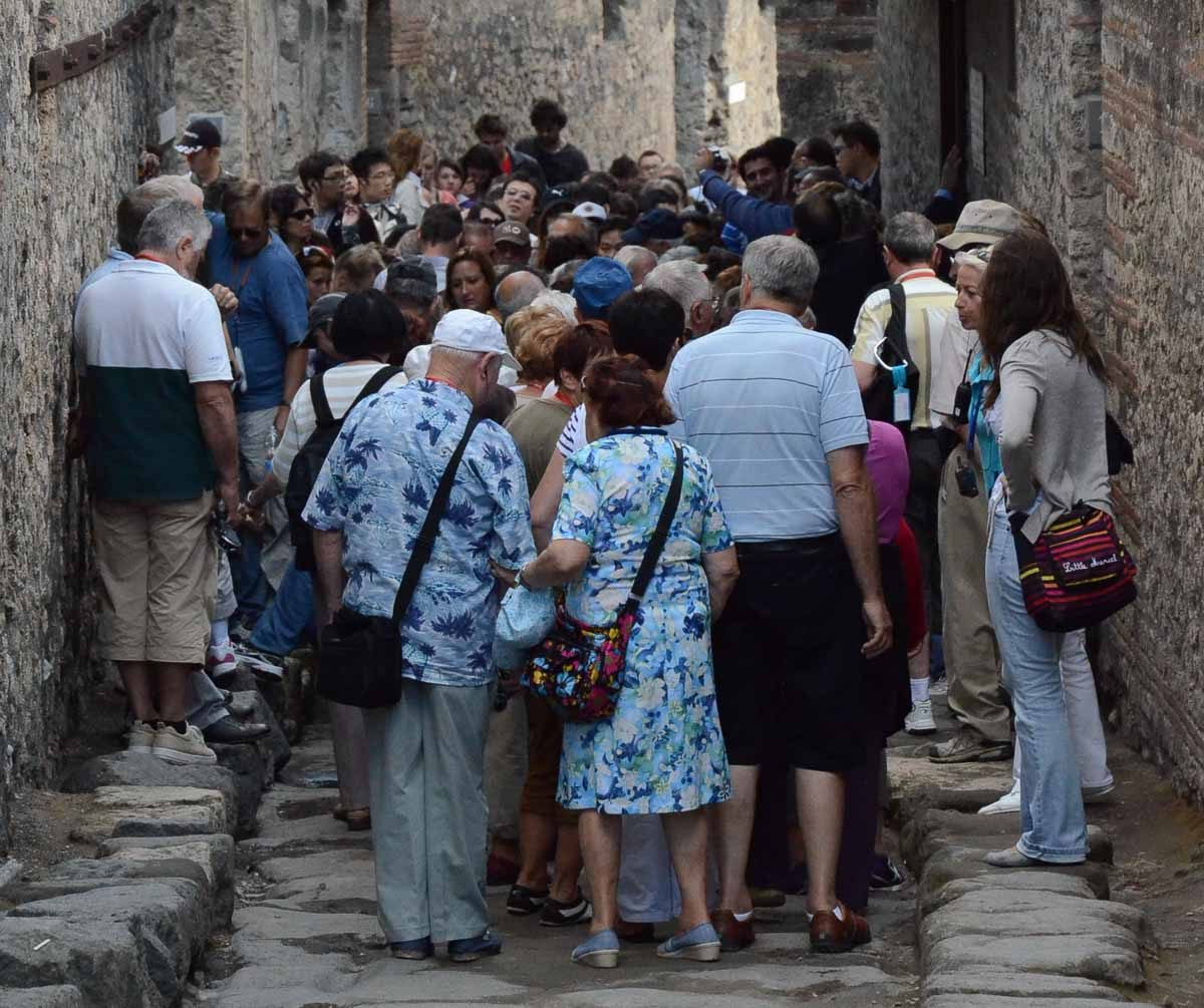 Italy pompeii Lupanar queue