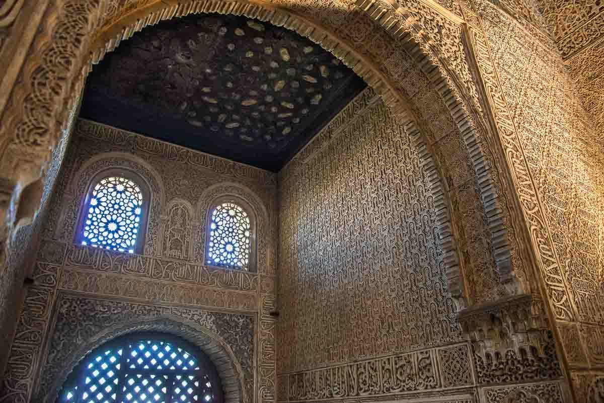 Spain granada seven wonders alhambra decoration travel for Alhambra decoration