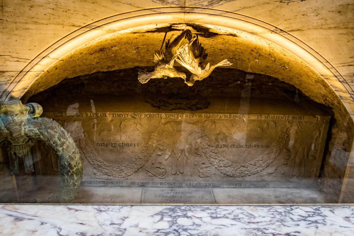 Italy rome pantheon tomb raphael