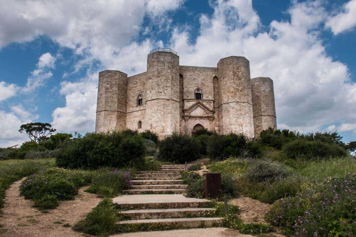 Italy castel del monte facade