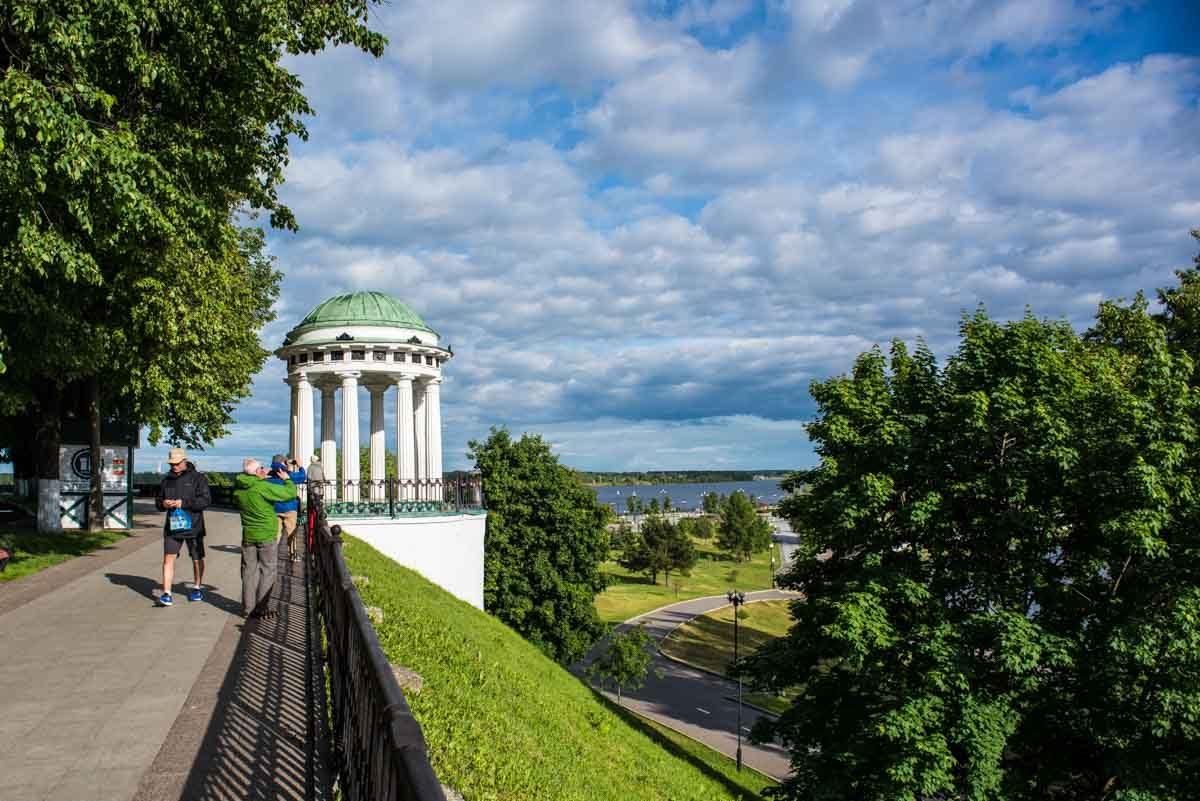 russia yaroslavl volga promenade