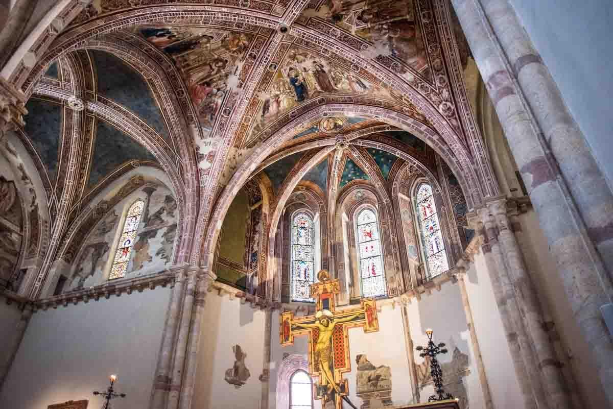 italy assisi santa chiara crucifix ceiling
