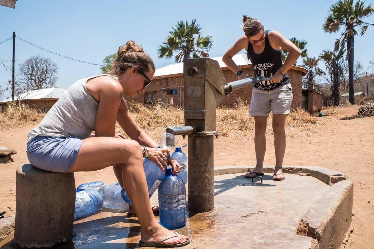 Malawi Vwaza pumping water