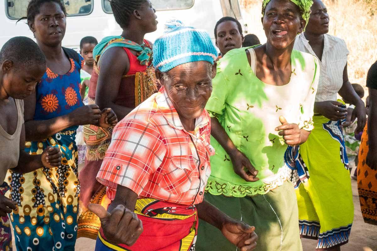 Malawi Vwaza women dancing 1
